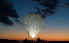 Un ballon derrière chaque satellite ?